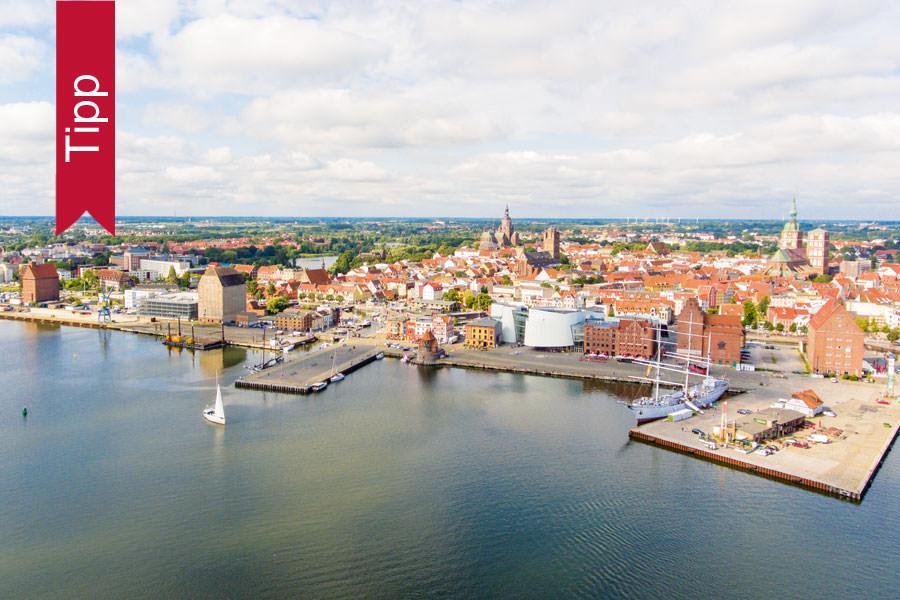 Luftbild von der Citymarina im Hafen der Hansestadt Stralsund an der Ostsee