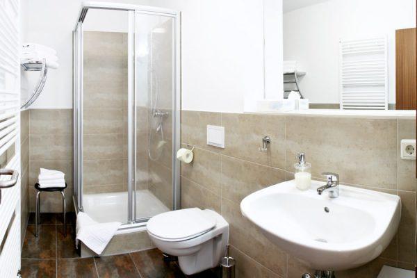 ferienwohnung-am-hafen-von-lauterbach-auf-ruegen-bad-appartement-2