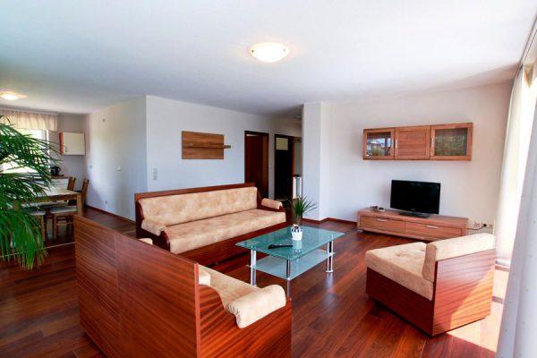 ruegen-urlaub-lauterbach-wohnzimmer-appartement-1
